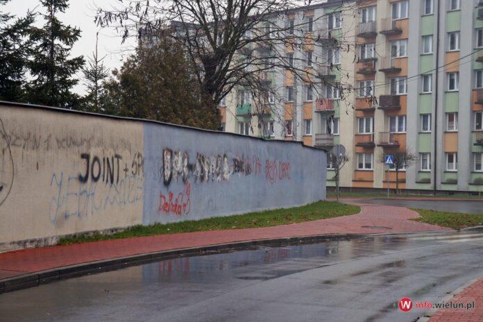 Mur, ul. Szkolna