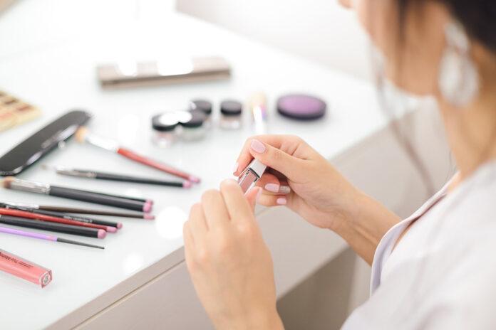 Kobieta, kosmetyki